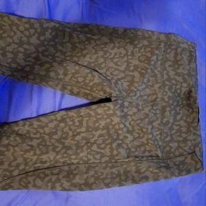 Wunder under lululemon leopard print leggingd